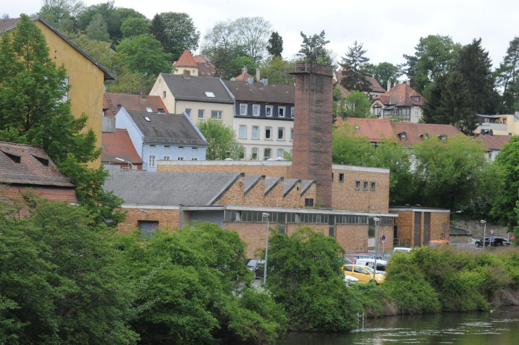 Das Kesselhaus am Leinritt, neben der Regnitz von der kOnzerthalle aus gesehen.